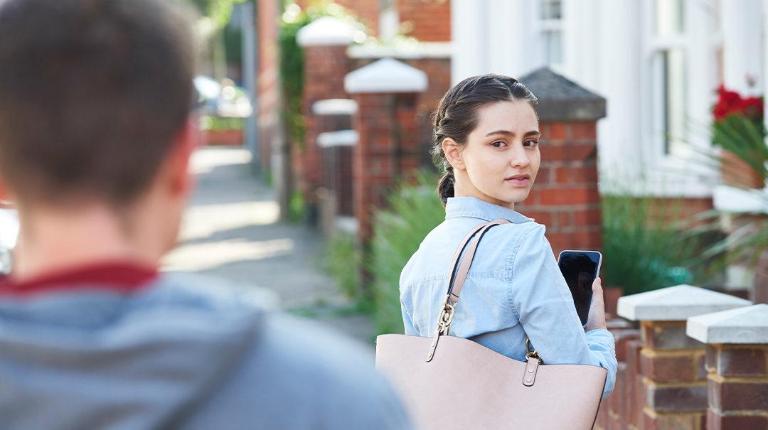 Stalking – czym jest i jak sobie z nim radzić?
